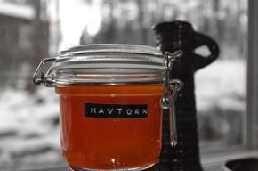Havtornsmarmelad | Den här marmeladen smakar syrligt och sött samtidigt. Passar perfekt till ost och kex, eller en nyrostad smörgås med ost och havtornsmarmelad!