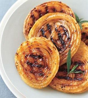 BBQ Onion Steaks with Honey Mustard Sauce /galettes d'oignons grillés sauce miel et moutarde