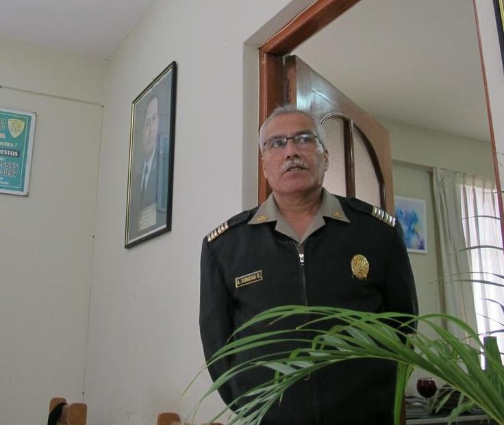 El coronel de la Policía Nacional del Perú, Ántero Concha Grados, hace unas semanas, fue grabado en su oficina, haciendo propuestas sexuales a la mujer de otro oficial. Lejos de ser ejemplarmente sancionado, el exinspector de la Policía en Chimbote, habría sido premiado con 30 días de vacaciones y con un cargo más importante al que ocupaba: la jefatura del Estado Mayor de Inspectoría de Lima.
