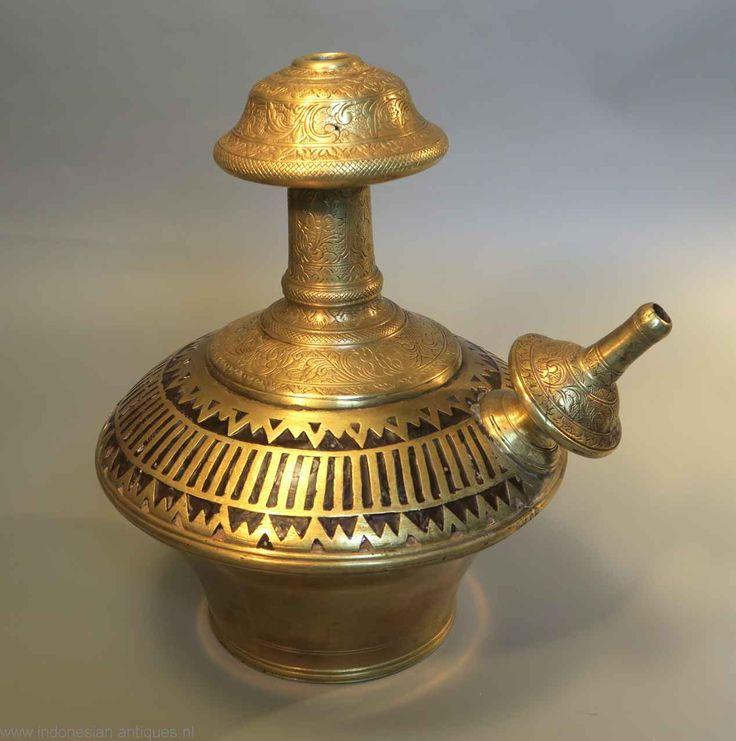 Indische ghendi (waterfles) , Java,rond 1900.