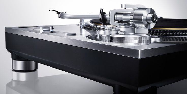 Technics has today announced the return of its direct-drive turntable based on a newly designed direct-drive motor. The Technics50th anniversary limited edition Grand Class SL-1200GAE and non-limi…