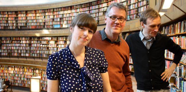 Är du nyfiken på skönlitteratur och annan kultur och vill ha tips av bibliotekarier med koll? Lyssna på bibliotekspodden Solen! Bibliotekspodden Solen kommer med ett nytt avsnitt ungefär en gång i månaden. Vi pratar om litteratur kring olika teman och ger också tips på annat inom kulturvärlden som vi gillar. Bibliotekspodden Solen görs av Elias Hillström, Alice Thorburn och Patrik Schylström, bibliotekarier på Stadsbiblioteket i Stockholm.