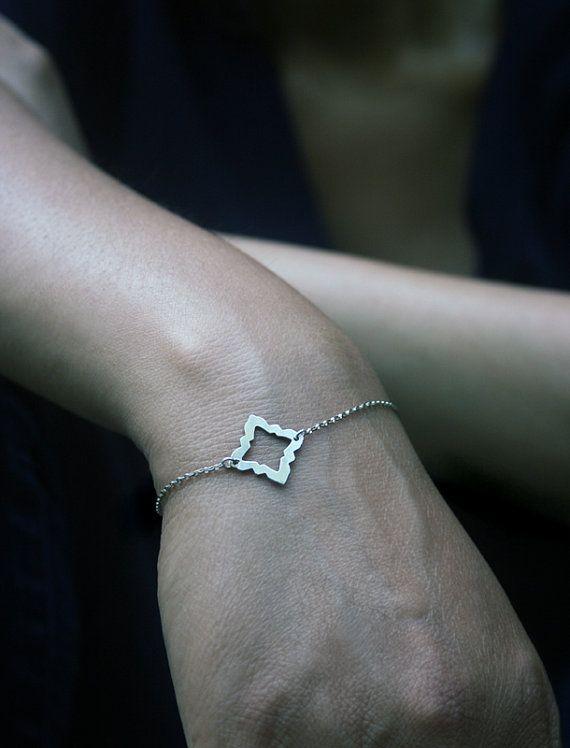 Silver quatrefoil bracelet - Modern casual everyday jewelry - Simple geometric minimal jewelry