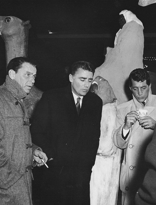"""""""Frank Sinatra, Peter Lawford and Dean Martin during the filming of Ocean's 11, 1960. / AS1966"""