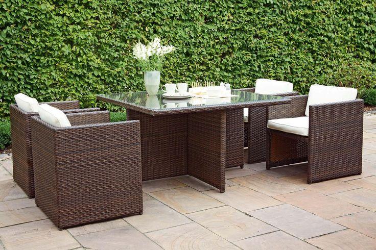 Garten Terrasse Wohnideen Möbel Dekoration Decoration Living Idea Interiors home garden - Gartenmöbel - Ein Esstisch mit Stühlen lädt zum Bleiben ein
