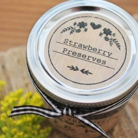 Free printable canning labels for homemade jam gifts.