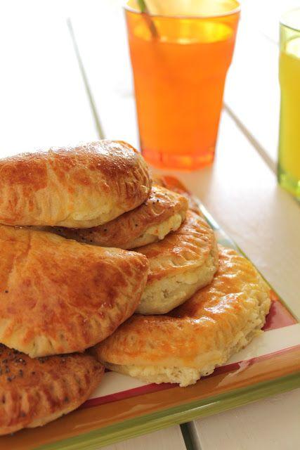 The one with all the tastes: Τυροπιτάκια με ζύμη γιαουρτιού για τους μικρούς μας φίλους