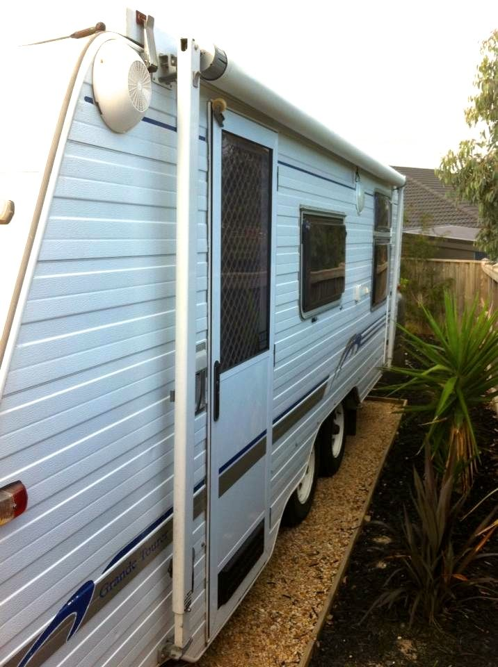 2002 Canterbury Grande Tourer, 18ft tandem axle, QS bed with both a lounge and table and chairs with roof mounted A/C and heater.