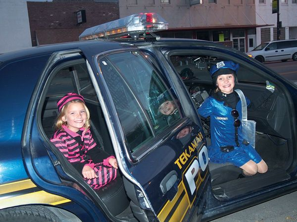Looks like Tekamah's police department hired a new cop, Preslee Hansen, and she already caught her first prisoner, Avry Trotter! The girls got the unique opportunity to sit in a cruiser Halloween night when officers decided  they couldn't pass up this photo op.