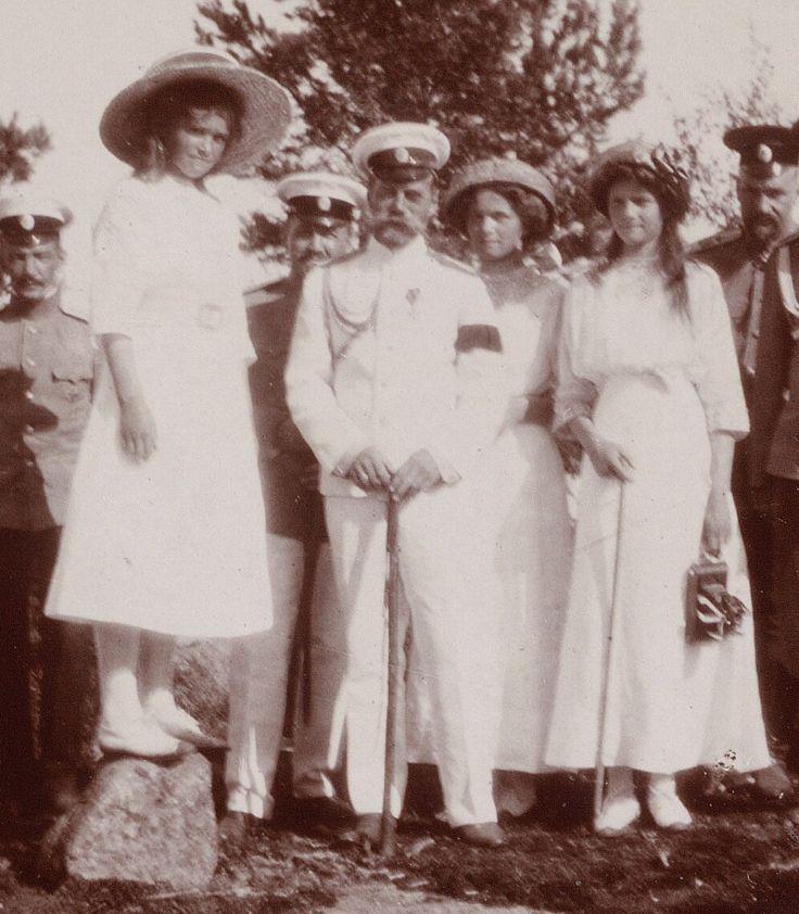 "Tsar Nicholas II of Russia and three of his daughters,the Grand Duchesses Maria,Olga and Tatiana Nikolaevna Romanova of Russia in c.a. 1911. ""AL"""