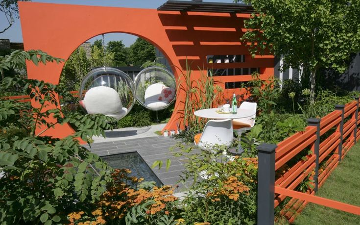 Mid Century Modern garden: gold medal winner, best low-cost high-impact garden
