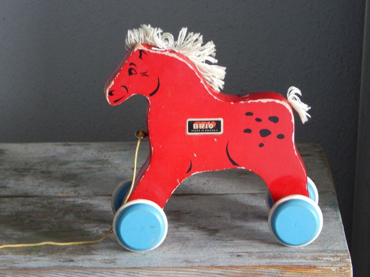 Vintage houten Pull langs paard speelgoed met Brio rode houten paard door RedRooster1980 op Etsy https://www.etsy.com/nl/listing/295134403/vintage-houten-pull-langs-paard