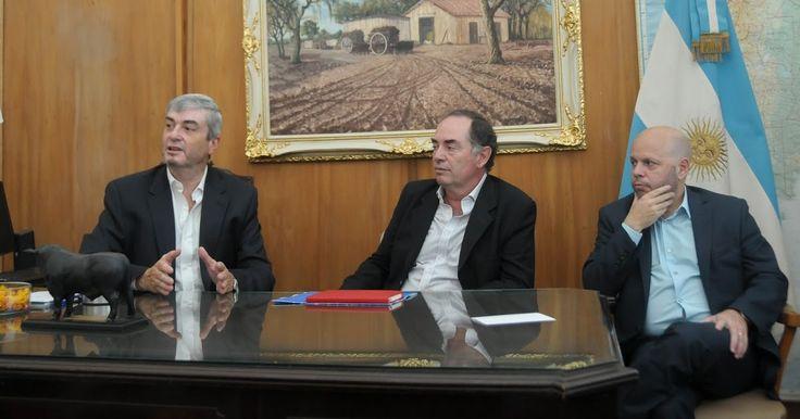 http://ift.tt/2ieRizn http://ift.tt/2h5fbnZ  El secretario de Agregado de Valor del Ministerio de Agroindustria Néstor Roulet y el subsecretario de Financiamiento del Ministerio de Producción Alfredo Marseillán junto a técnicos de ambas carteras y del Banco de la Nación Argentina presentaron a las cámaras sectoriales avícola porcina y de empaques de frutas la Línea de Financiamiento Mi Galpón. Quiero resaltar la buena relación entre ambos ministerios y el respaldo del Banco Nación somos un…