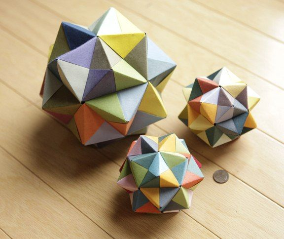 Three different sized Geometric Origami - http://www.ikuzoorigami.com/three-different-sized-geometric-origami/