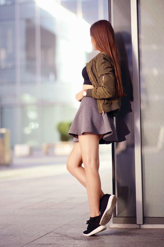 Zielona Kurtka Bomberka Czarny Stanik Szara Spodniczka I Sportowe Buty Ari Maj Personal Blog By Ariadna Majewska Fashion Sweater Dress Fashion Models