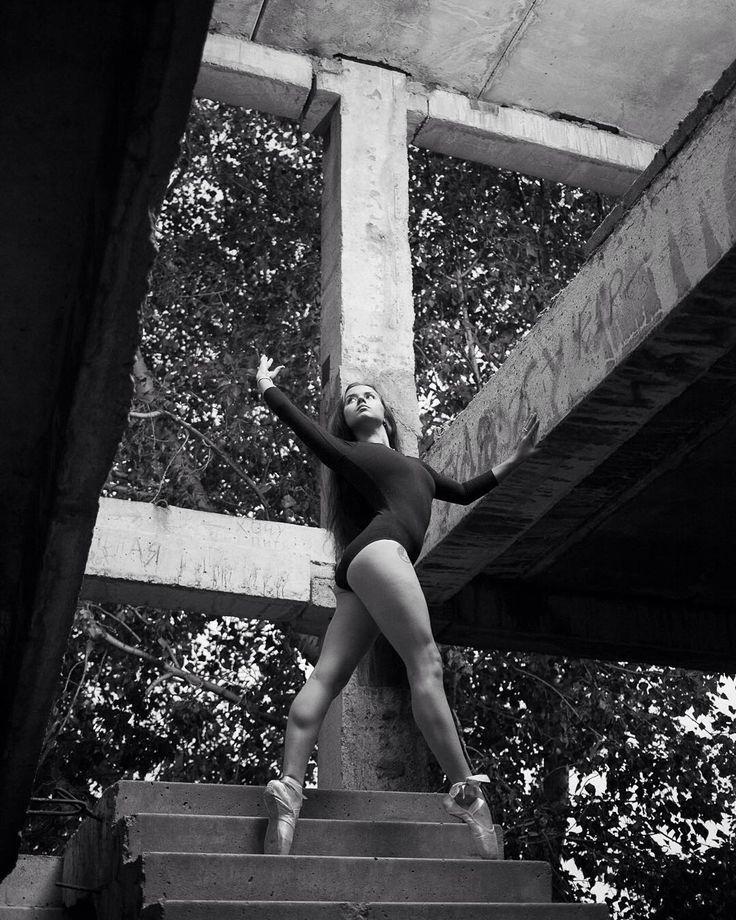 """«Фотограф @amirgumerov_photographer . На @azaliya07 купальник для гимнастики """"классика"""" .Цвет в ассортименте. Размер с 26 по 48. Пуанты """"Grischo"""",…»"""