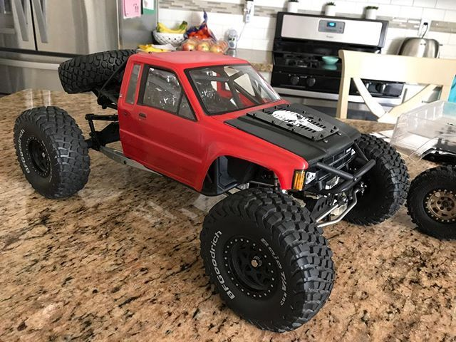 While I'm at it with the kitchen shots#hiluxbomber . . Sponsored by:  @asiateeshobbies  @tboneracingrc  #KrawlZoneRC #rc4wd #axial #axialracing #axialadventures #axial #rc #rcscale #kingofthehammers #darkmtnphoto #offroad #offroadracing #4x4 #rockracer #crawler #atees #asiatees #asiateeshobbies #rcneverstops #Tbonearmy #teamTBR #rcarmor #sikrides #teamsrd #sikridesdesigns