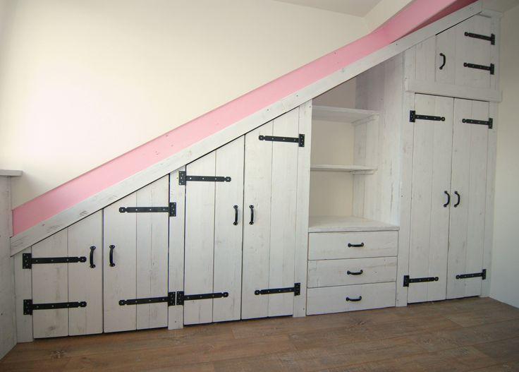 Steigerhout inbouwkast in old-look whitewash