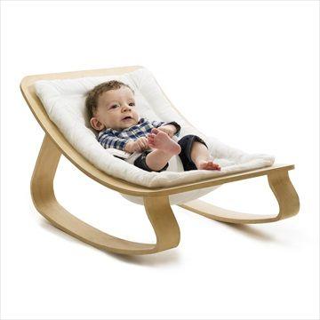 LEVO rocker / bouncer vippestolen i 'Gentle White' har en naturlig gynge bevegelse som forsiktig følger bevegelsene til baby. Praktisk og stilig fra franske barnemøbler designer CHARLIE CRANE. Kr 1699 Frifrakt