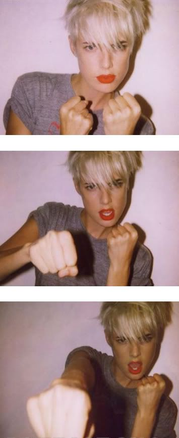 Agyness Deyn.  Blonde hair, dark brows, red lips. Love.