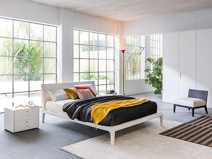 """Scegliere il rivestimento per i letti in un' ampia gamma di colori e fantasie: il letto in tessuto si abbina non solo alla biancheria, ma anche a tende e tappeti.  Grazie alla sfoderabilità, inoltre, si può decidere di cambiare """"faccia"""" alla camera con una nuova fantasia.  Proposta di letti molto versatili e si adattano a qualsiasi tipologia di camera: tradizionale oppure moderna. Saranno poi arredi e complementi a definire lo stile.  #MarcoaldiArredamenti e le sue proposte per arredare la…"""