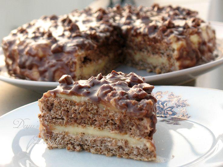 Reteta culinara Desert tort cu nuci, crema de vanilie si ciocolata din categoria Torturi. Specific Suedia. Cum sa faci Desert tort cu nuci, crema de vanilie si ciocolata