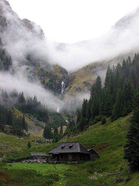 Stâna din Valea Rea- Muntii Fagarasului