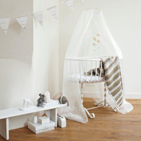 Gebreide deken van fair and cute! http://aukgaaf.com/nl/trends4kids-brocante-babykamer-landelijke-kinderkamer-complete-babykamers.html?brand=107