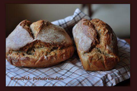 En nihayet ben de kendi ekşi mayamı nasıl yaptığımı ve hiçbir şekilde ticari maya kullanmadan yaptığım ekmeğimin tarifini sizinle paylaşabildiğim için çok mutluyum. Doğrusunu isterseniz, mutluluğum…