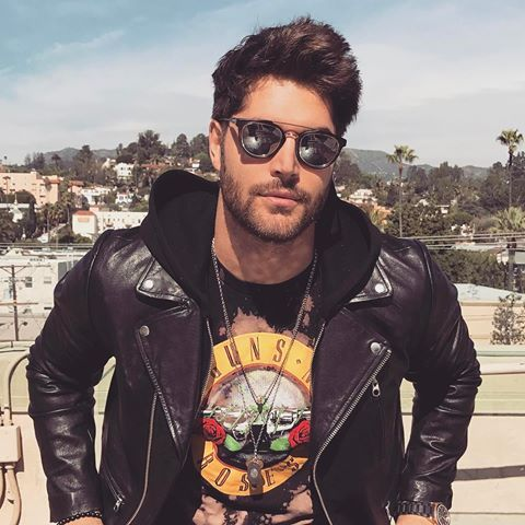 •fc: Nick Bateman• Sup? I'm Nate Davis. I'm 20 and single.