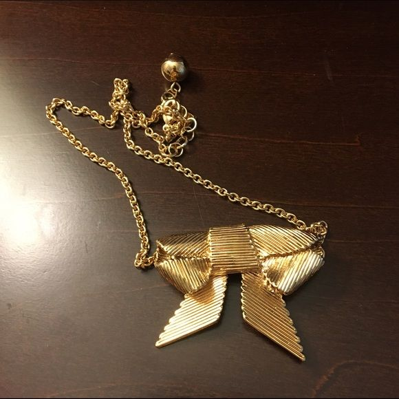 rainy day sale Kate spade bow necklace Kate spade large bow necklace, worn a few times. No trades. PRICE IS FIRM kate spade Jewelry Necklaces