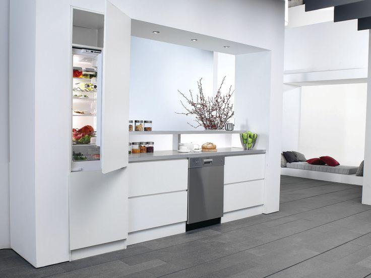 Blomberg BRFB1050FFBIN 22 Inch Built-in Bottom-Freezer Refrigerator with 10.6…