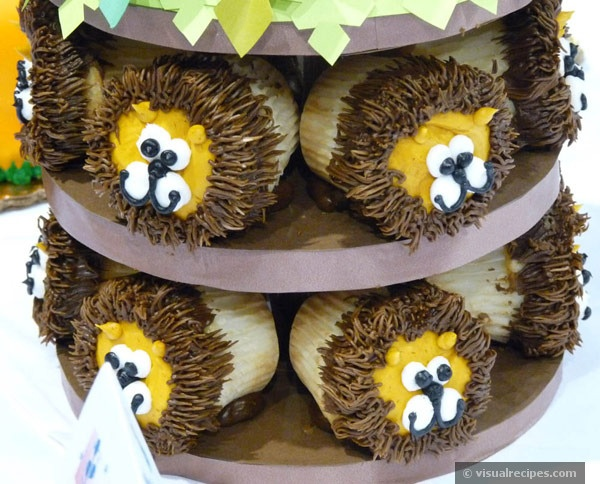 Jungle Birthday Party Ideas: lion cupcakes