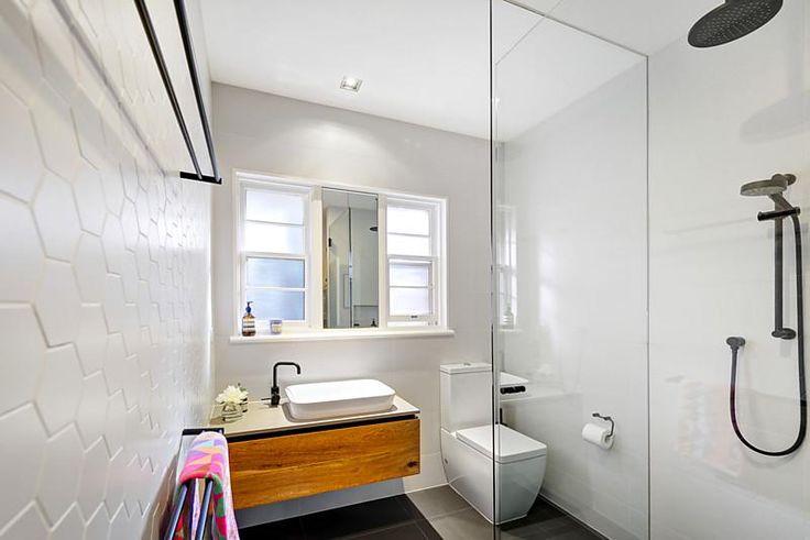 Bathroom : 5/119 Victoria Road, Hawthorn East