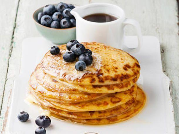 Paleo Pancakes sind arm an Kohlenhydraten und reich an Eiweiß.