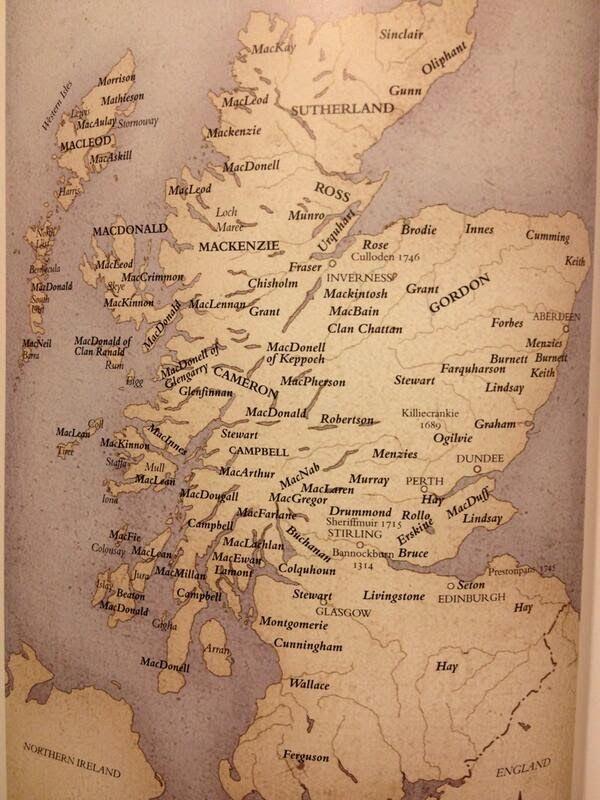 Se puede decir que los clanes escoceses nacieron sobre el siglo XI cuando diversos terratenientes propusieron protección a las familias lo...