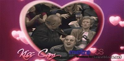 The 15 Best Kiss Cam Moments of All Time- hahahah