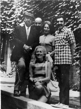 Foto: Pablo Neruda, José Caballero, Matilde Urrutia, Gabriel García Márquez y Maria Fernanda Thomás de Carranza en el Museo de las Atarazanas. Barcelona, junio de 1970.