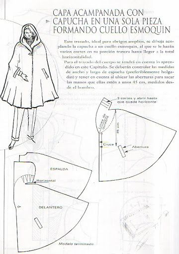 Capa acampanada con capucha en una sola pieza formando cuello esmoquin.
