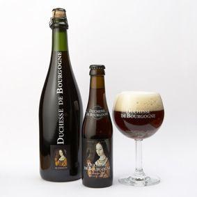 """""""Duchesse de Bourgogne"""" is een bier van gemengde gisting. Het is een zoet-fruitig bier met een aangename frisse afdronk. Het bier wordt gebrouwd met diep gebrande mouten en overjaarse hop met een laag bitterheidsgehalte. Na de hoofdgisting en lagering rijpt de """"Duchesse de Bourgogne""""  nog maandenlang verder in eikenhouten foeders. De in het eikenhout aanwezige looistoffen geven de """"Duchesse de Bourgogne"""" haar fruitig karakter. """"Duchesse de Bourgogne"""" heeft een volle, zoete en frisse smaak…"""