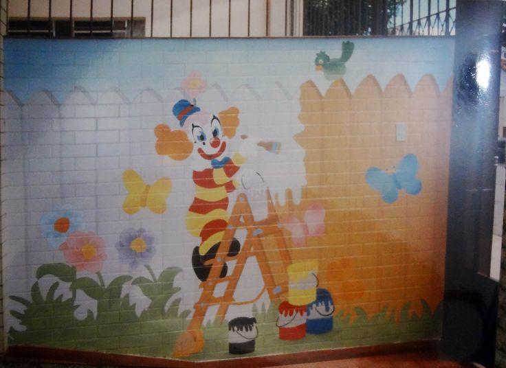 Pintura na entrada da Universidade da Criança