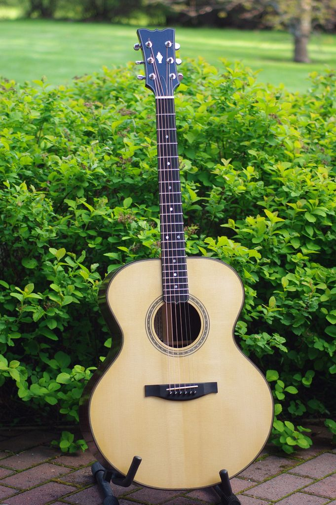 This is a yet another acoustic jumbo which I have build. Shellac finish done. Finished 2011.  www.taistoguitars.com/