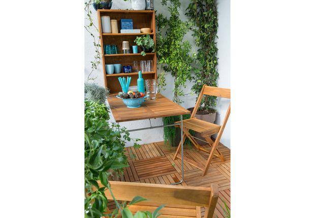 Double emploi Set mural avec armoire et table pliante en bois, L 90 x P 60 cm, livré avec deux chaises. « Porto », Leroy Merlin, 189 €.