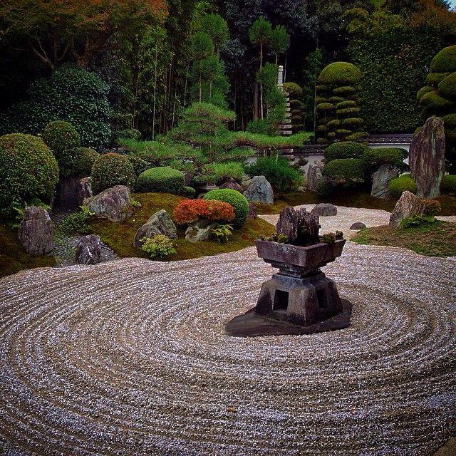 霊雲院 庭園「九山八海の庭」 #京都 #霊雲院 #庭園 #九山八海の庭 #重森三玲 #寺社仏閣 #japan #kyoto #japanesestyle #temple #japanesegarden #garden #ig_nihon #icu_japan #LOVES_NIPPON #mobile_perfection #IGersJP #beautiful #pretty #art #amazing #nofilter #mobilephotography #iphoneonly