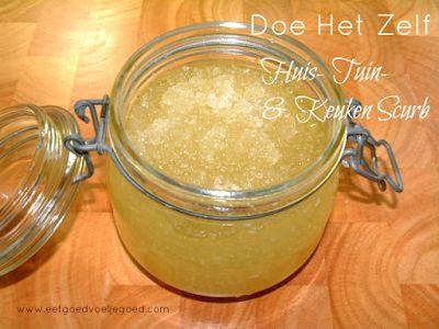 Pepermunt Voetenscrub 200 gram fijn zeezout 50 ml olie naar keuze (amandel, olijf of kokosnoot) 10 druppels pepermuntolie 1 el gedroogde pepermuntblaadjes (of 1 theezakje pepermuntthee, open geknipt en leeg gegooid)