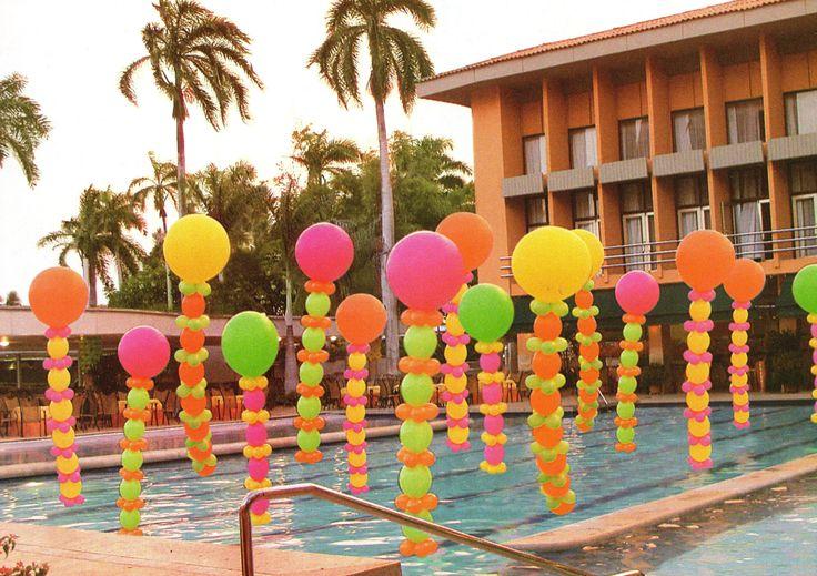Como nos encanta decorar con globos, mira como quedo esta piscina decorada... =)