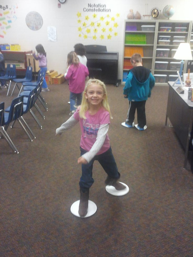 ♫ We ❤ Music @ HSES! ♫ ice skating with paper plates, can use to several different types of music, great for movement