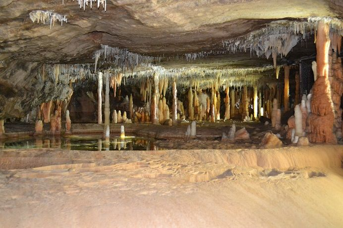 A traveller's description about Buchan Caves in Victoria, Australia. How to reach Buchan Caves and Lakes Entrance