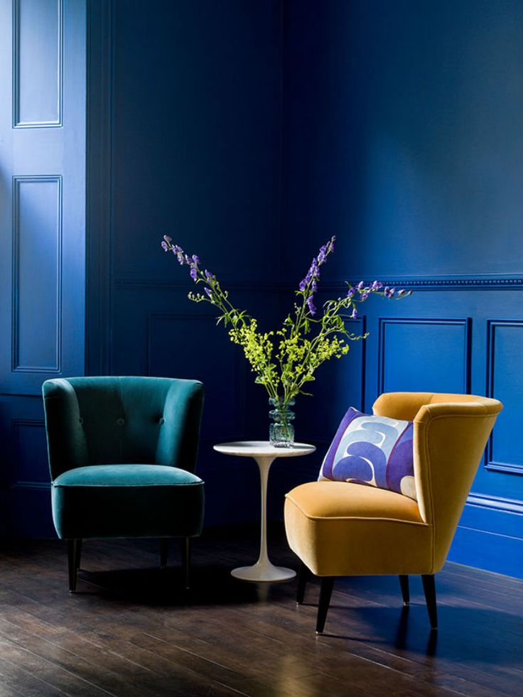 Primrose Yellow: 2017 Pantone Color You Need For Your Velvet Armchair #pantonecolors #colortrends #pantone2017 modern chairs, velvet chair, living room chairs | See more at: http://modernchairs.eu/primrose-yellow-2017-pantone-color-need-velvet-armchair/