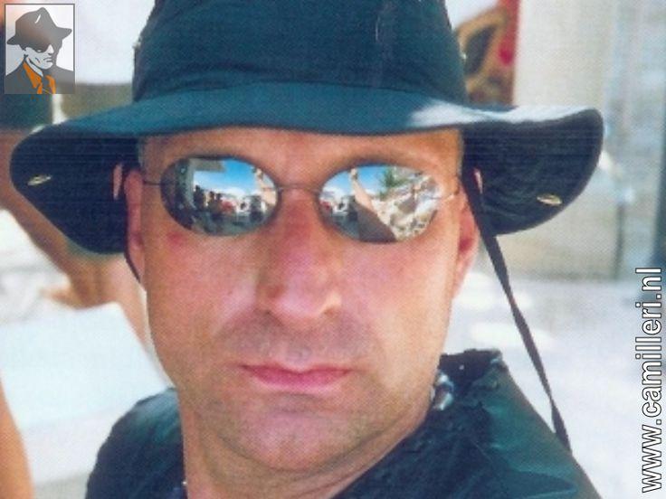 Simon (Sam) Klepper(Amsterdam, 29 april 1960 - aldaar, 10 oktober 2000) was eenNederlands crimineel en slachtoffer van een liquidatie. Hij hield zich bezig met de handel indrugs en het exploiteren van speelautomaten. Hij zou een van de leiders zijn geweest van de divisie speelautomaten in de organisatie vanKlaas Bruinsma. Klepper werkte veel samen met John Mieremet, die hij kende uit de Amsterdamse Kinkerbuurt. Ze maakten begin jaren tachtig deel uit van de Kinkerbuurtbende De Denkers…